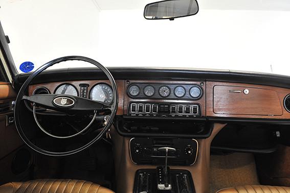 Jaguar_XJ12_série_1_D.jpg