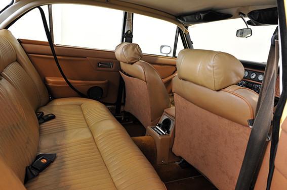 Jaguar_XJ12_série_1_E.jpg
