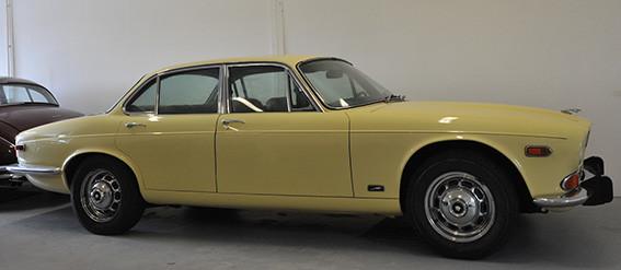 Jaguar_XJ12_série_1_C.jpg