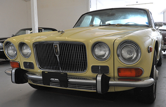 Jaguar_XJ12_série_1_-A.jpg