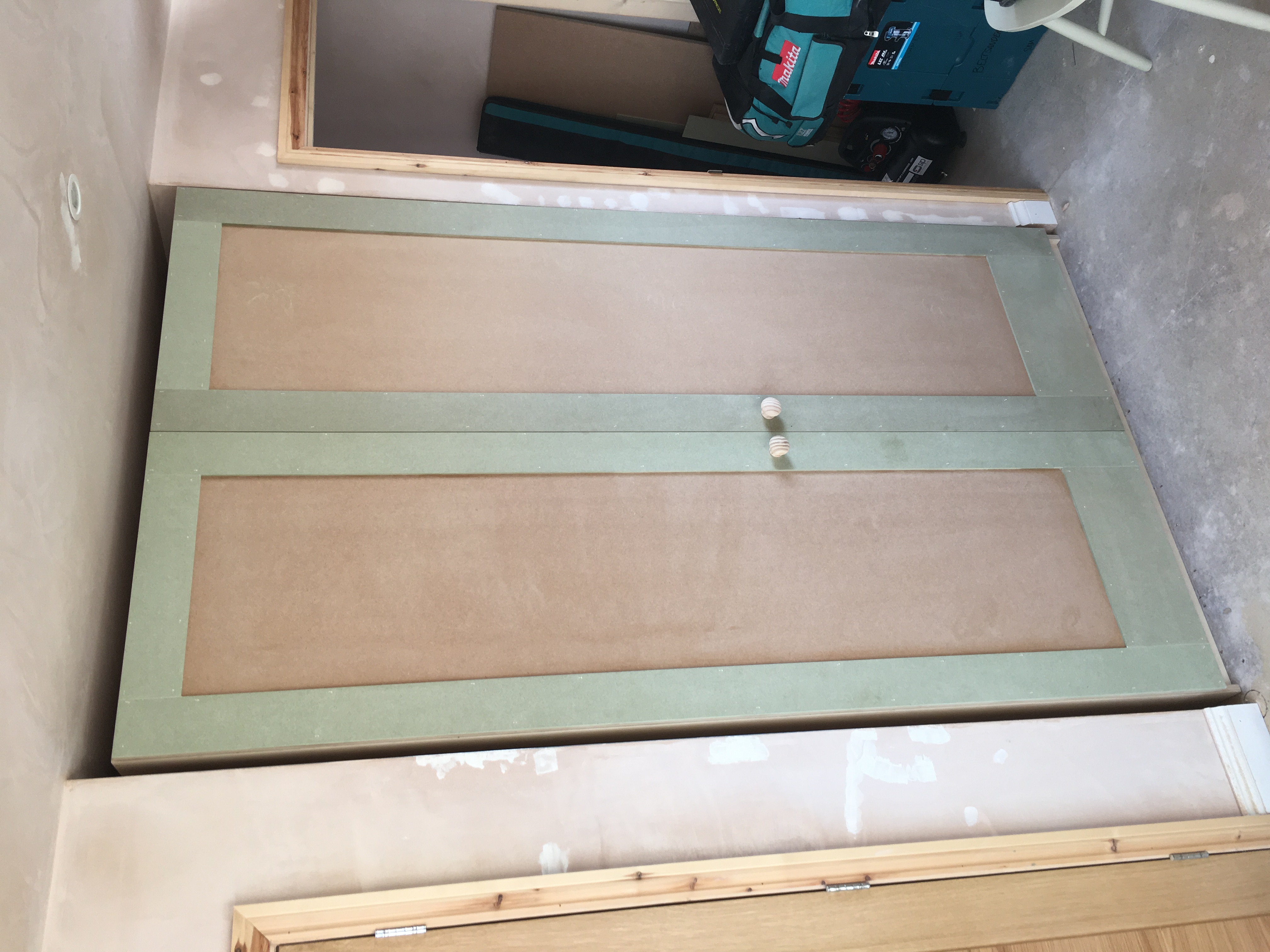 Free-standing wardrobe with MDF shaker doors