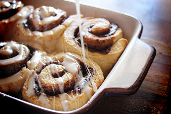 Quick Cinnamon Buns with Maple Buttermilk Icing