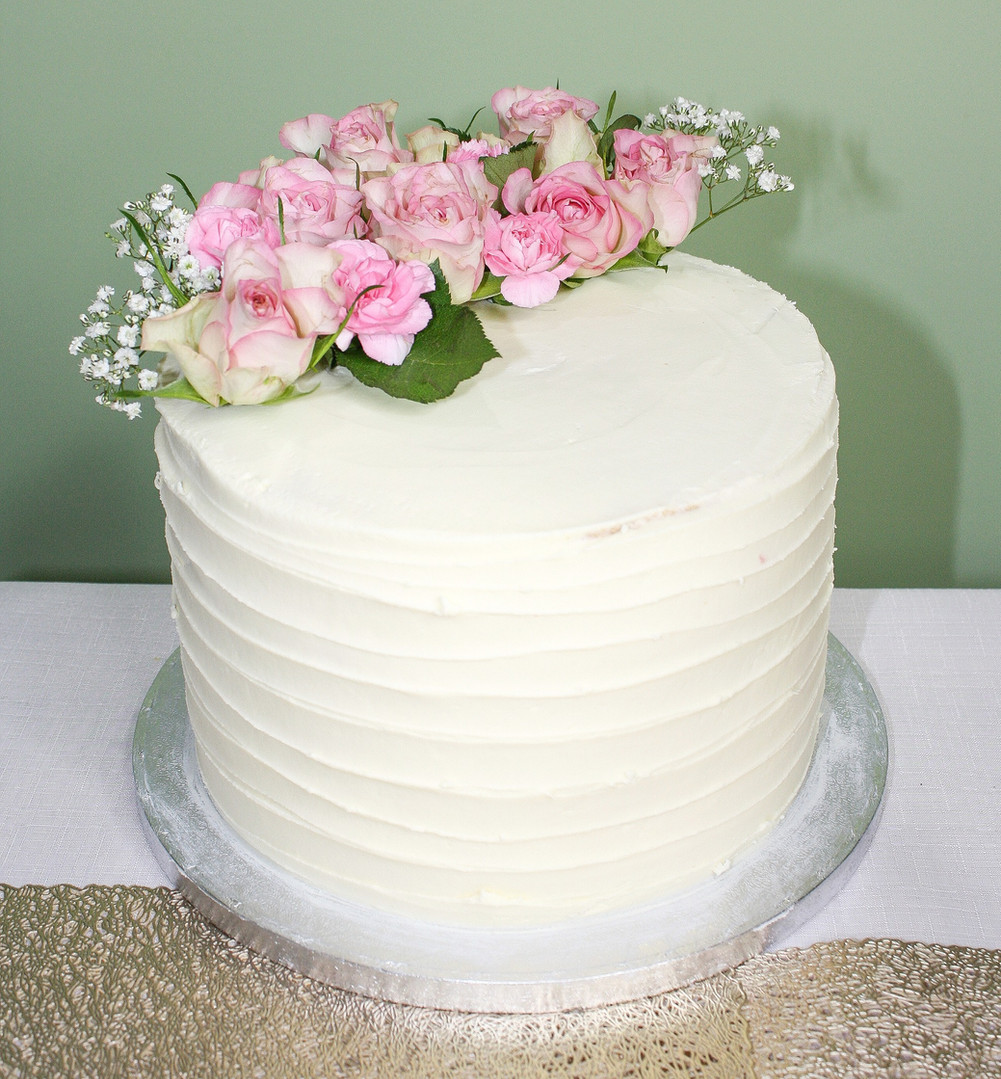 Buttercream cake with fresh flowers