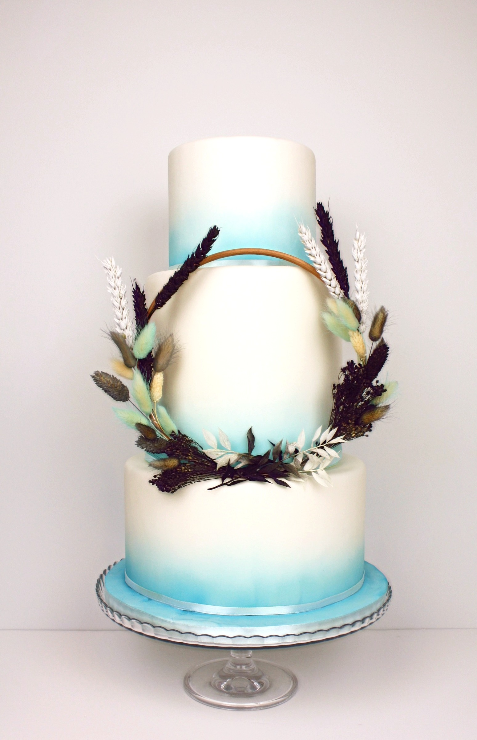 Blue dried flower hoop cake