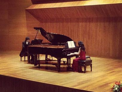 Two pianos Omat e Ivanna
