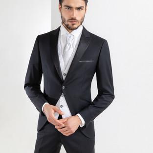 Mezzo tight da sposo nero e gilet grigio Scribano Prive'