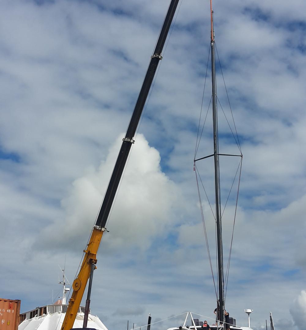 mast lift.jpg