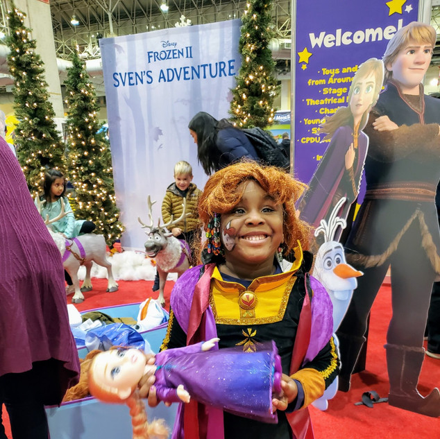 2019 Fair Little Girl in Frozen costume