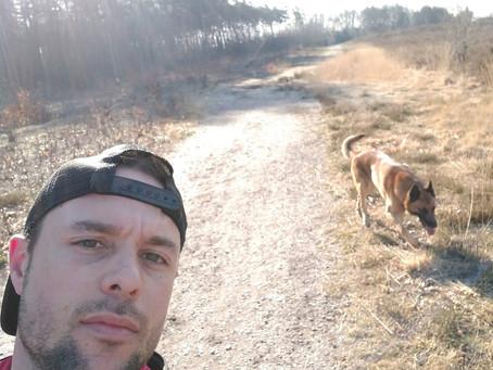 Coach Ben gaat 's ochtends met zijn trainingbuddy op pad