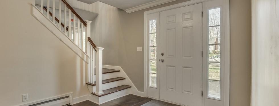 4_Foyer-2.jpg