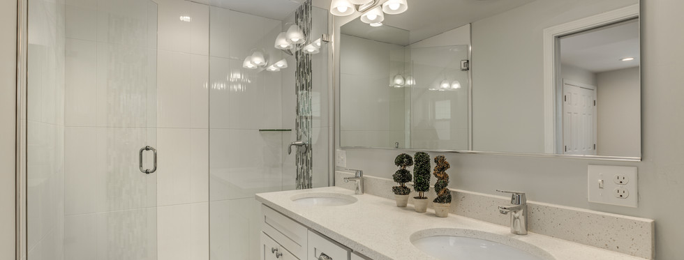 18_Bathroom.jpg