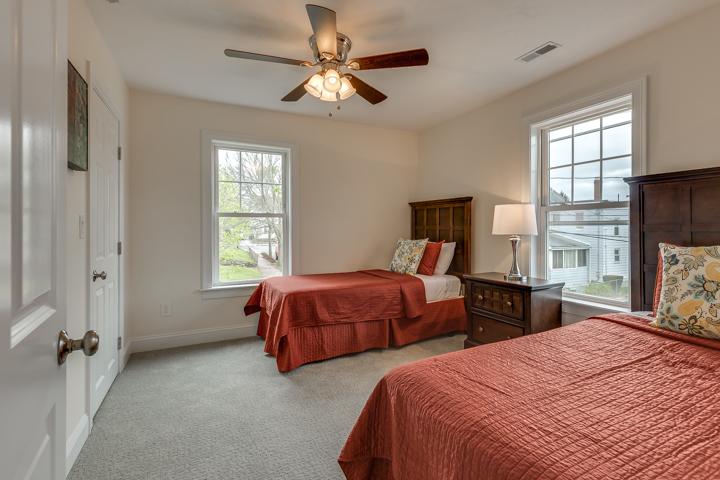 21_Bedroom2