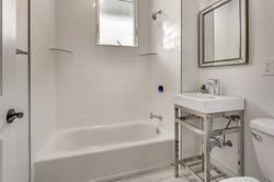 23_Bathroom1