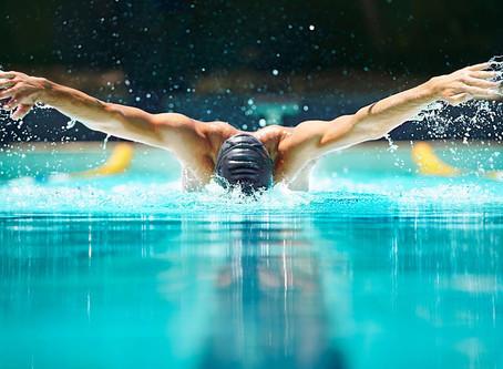 Cambia las tenis por gorra y lentes, beneficios de la natación