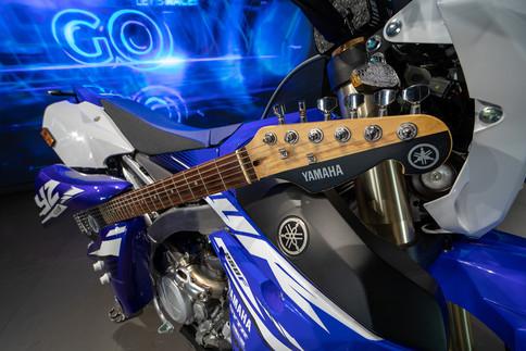 גיטרה חשמלית מחלקי אופנוע ימאהה