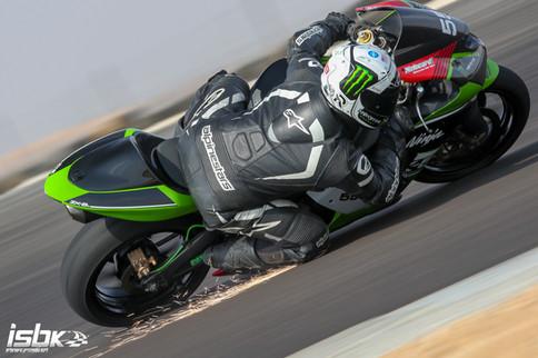 אופנוע כביש במסלול