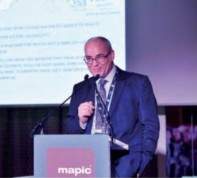 Ken Gunn addressing the 2019 Outlet Summit at MAPIC
