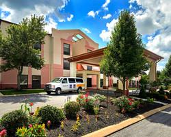 Comfort Suites near Penn State - Exterior Photo