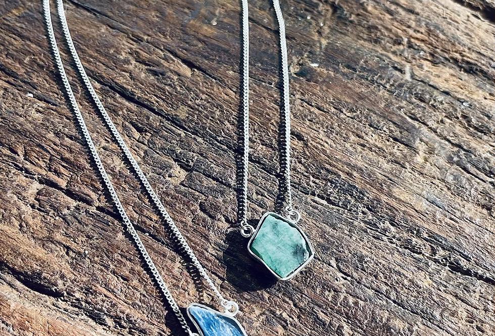 Cianita Azul e Esmeralda escapulário moldura de prata