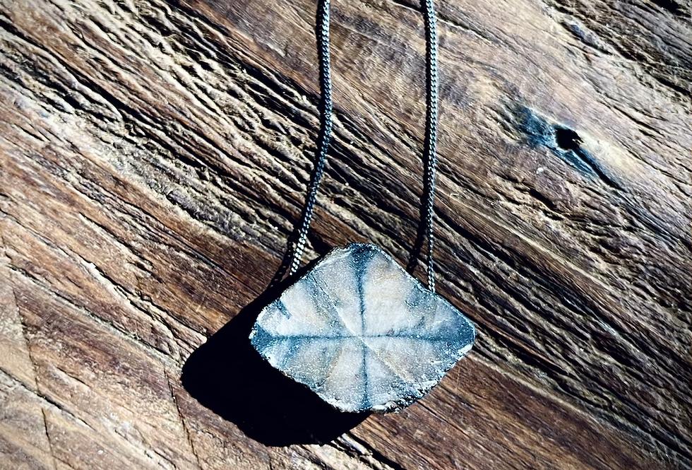 Pedra da Cruz corrente de prata longa oxidada