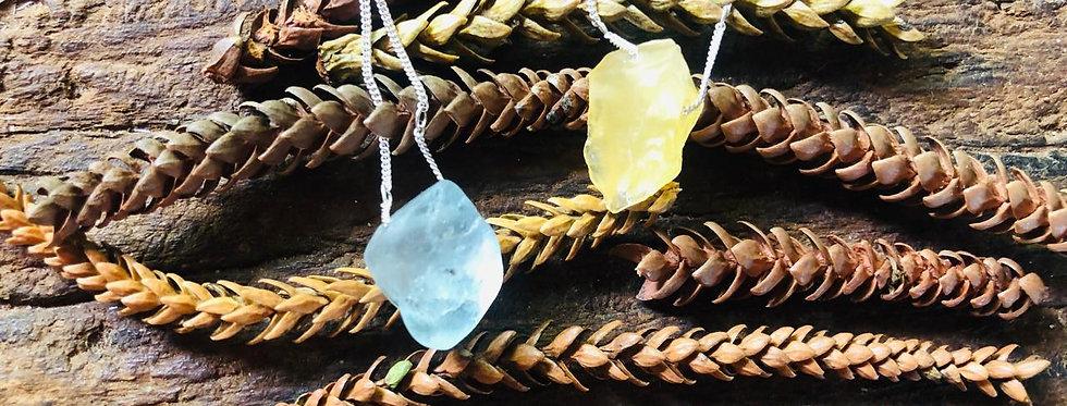 Calcita Amarela e Topázio Azul escapulário de prata