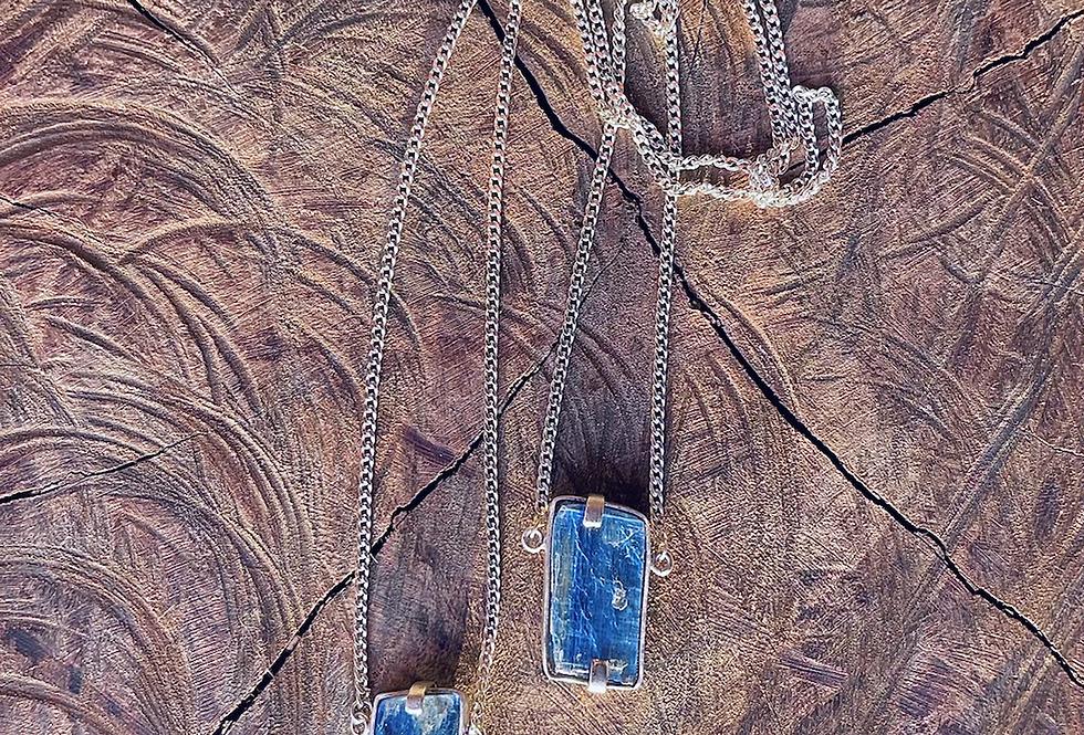 Cianita Azul  escapulário moldura de prata