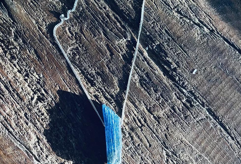 Cianita Azul corrente de prata curta