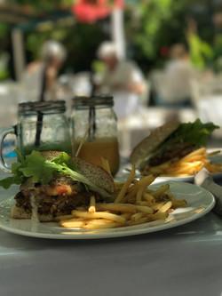 Burger Delux con smoothies (V)