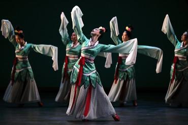 [中] 盛世漢唐的文化氣韻—— 評《大美不言.踏歌行》及訪問北京舞蹈學院鄭璐