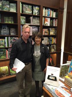 ニューヨーク高級書店リゾリーのマネージャーと
