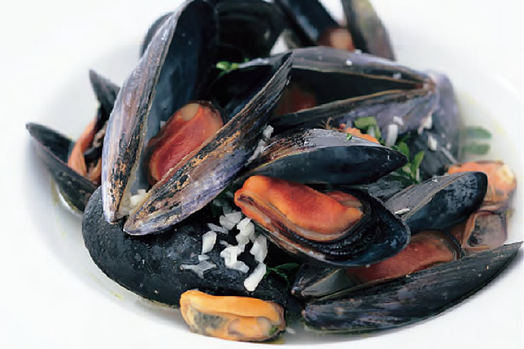 ムール貝の白ワイン煮 -Mussels Simmered in White Wine