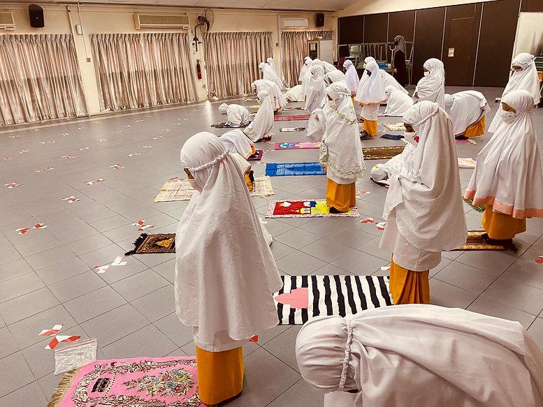 Students Praying.JPG