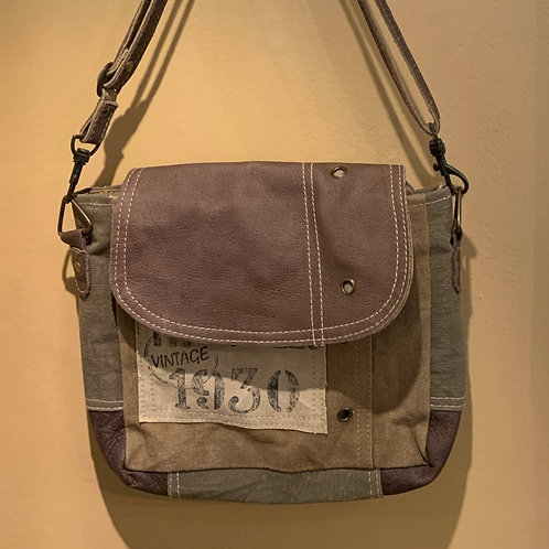 Clea Ray Vin 1930 With Leather Strap Crossbody