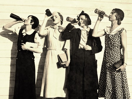 Vintage women drinking beer_edited