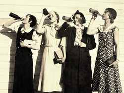 Vintage women drinking beer_edited