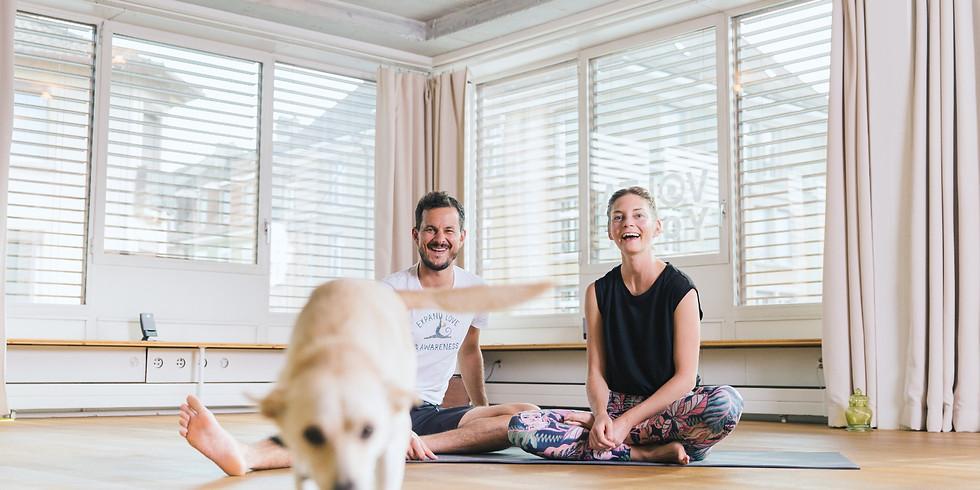 INFO-ANLASS zum TEACHER TRAINING 2022/23 mit Nico und Anya