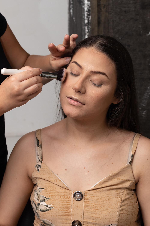 Produção de maquiagem para ensaio em estúdio