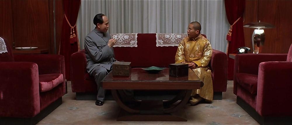 Kundun, 1997. Mao Tsé-Tung à esquerda e Dalai Lama à direita.