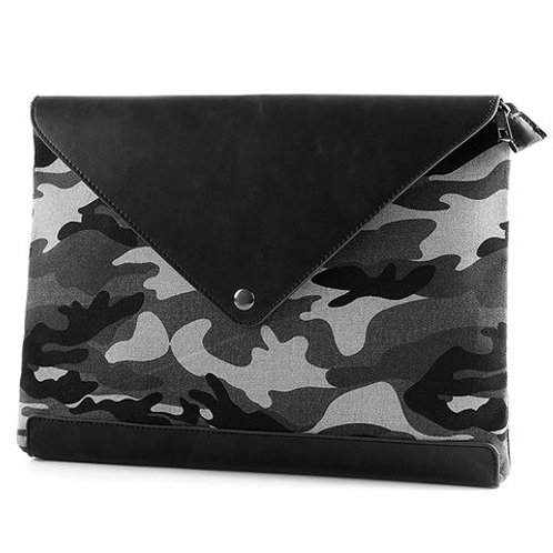 Clutch Bag With Closure & Camouflage Pattern