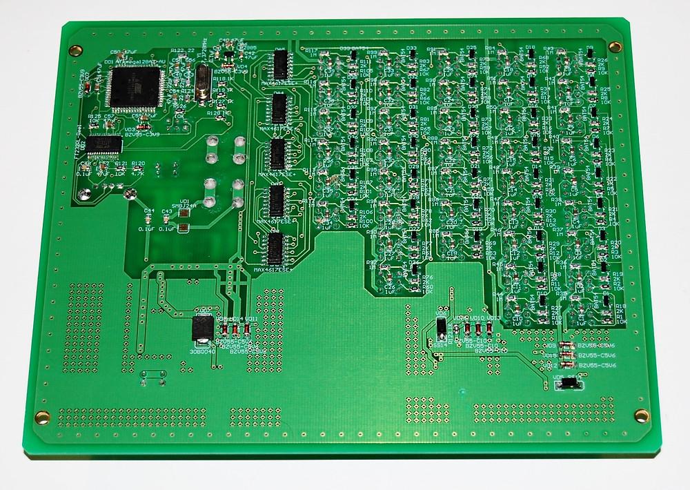 Разработка электроники для измерительных устройств, Печатная плата многоканального амперметра с током измерения до 500А, вид снизу
