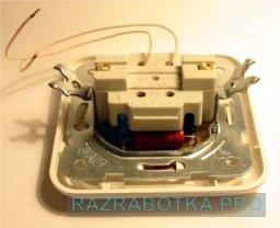 Разработка устройств электронной техники, Универсальный сенсорный выключатель с дистанционным управлением, Внешний вид выключателя сзади