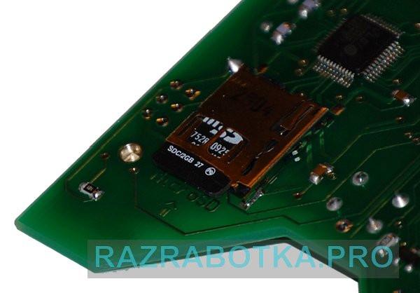 Разработка электронных систем и приборов, Внешний вид электронной платы прибора DreamStalker PRO, слот карты памяти