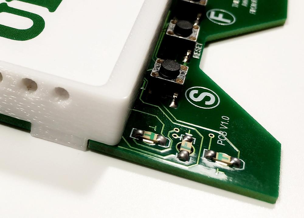 Разработка электронных устройств и производство электроники, датчик движений глаз прибора DreamStalker Ultra с верхней стороны печатной платы