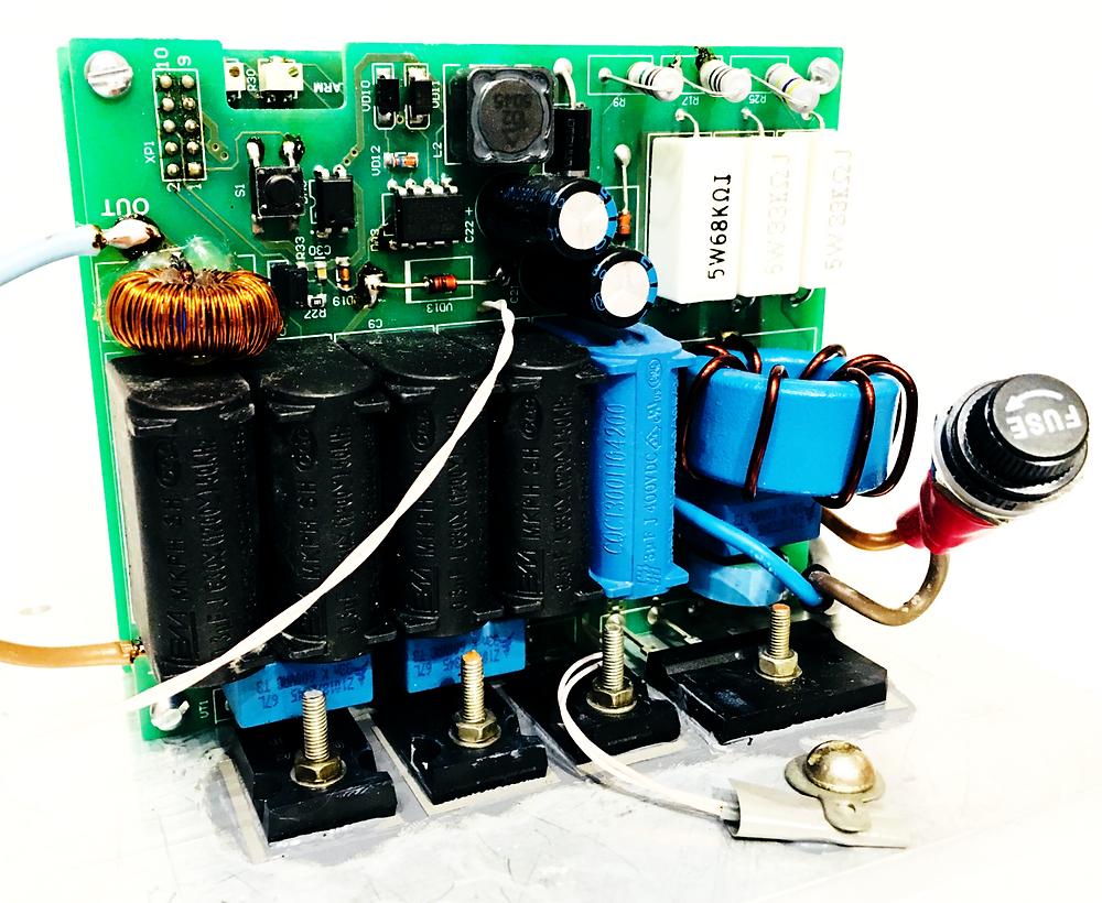 Разработка электроники и производство электронных устройств, Индукционный нагреватель в сборе, вид слева на печатные платы