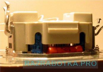 Разработка электронных устройств, Универсальный сенсорный выключатель с дистанционным управлением, Внешний вид выключателя сбоку (дроссель)