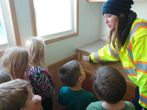 Vilonia Fire Department Instruct Students on Fire Wise Safety