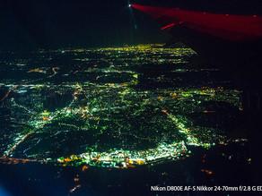 ナイロビへのフライト、空から窓越しに見る世界