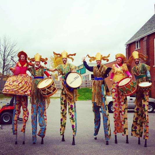 MaracaTALL at the Niagara Falls Santa Parade