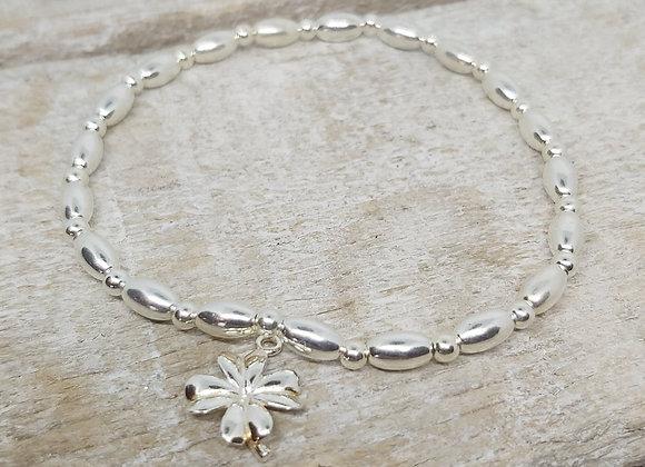 Benny&Moo seed and round beaded bracelet with shamrock charm