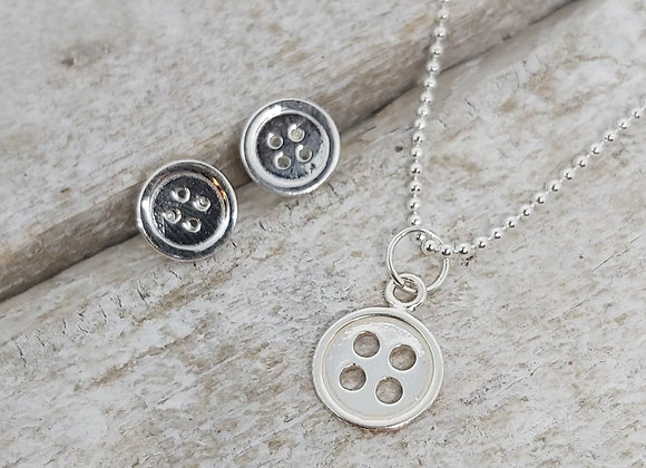 "BennyandMoo Button pendant and earrings set on 18"" beaded chain"